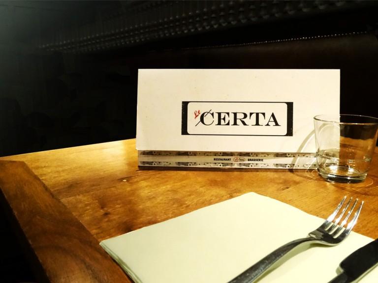 Graphiste freelance pour la communication du secteur de l'hôtellerie / restauration. Création logos, menus, vitrines, sites internet.